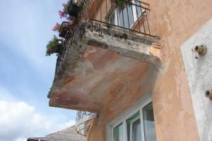 Bėgant metams balkono padas praranda tvirtumą
